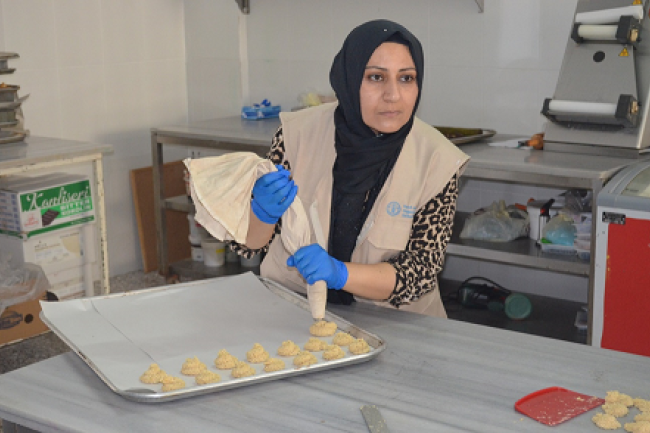 FAO in Turkey provides vocational training on bakery skills to refugees.