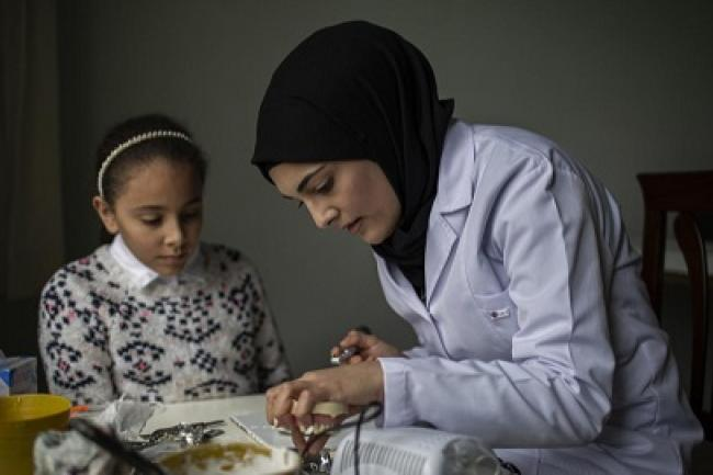 Sidra a Syrian refugee fullfilling her dream to become a dentist.